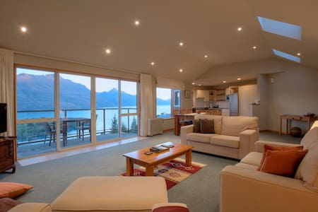 Remarkable Views - Queenstown - House