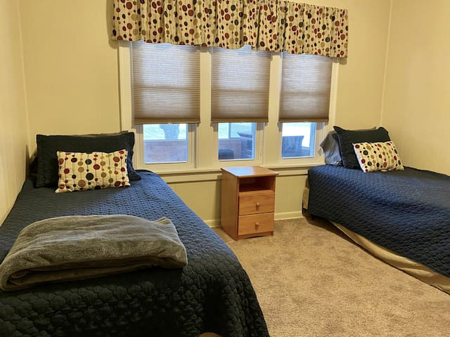 Second Bedroom with twin beds
