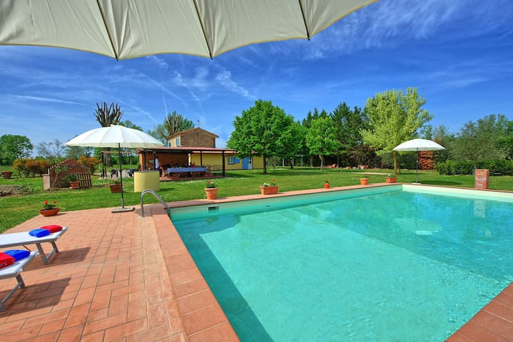 Villa Il Sentiero - Holiday Villa Rental in Tuscany