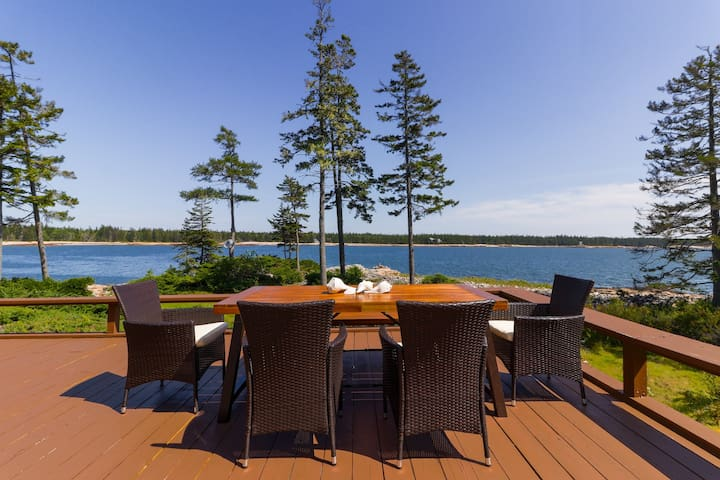 Beautiful waterfront home with spectacular ocean views – the perfect getaway!