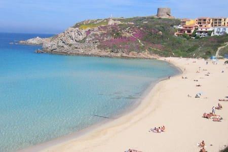 Ampio Bilo con Wi-Fi a 200 m. dalla spiaggia - Santa Teresa Gallura