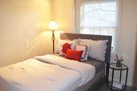 Alexandria Bedroom near DC/metro/Ft Belvoir