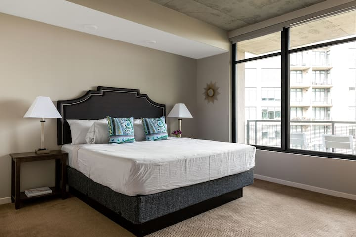Dazzling One Bed at Flats East