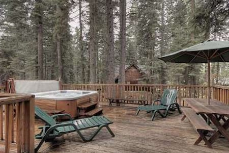 Completely Remodeled Cabin w/ Hot Tub, Near Beach