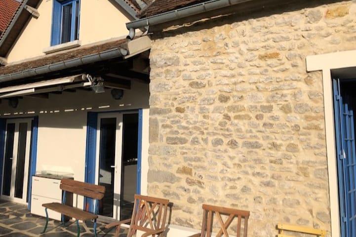 """charmante maison de campagne """"bleue"""" 50mn Paris"""