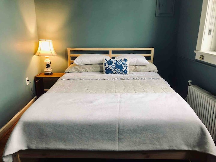 Junior 1-Bedroom Apt in Lovely, Uptown Brownstone