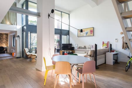 Huge room with bathroom in stylish loft building - Athina - Loft
