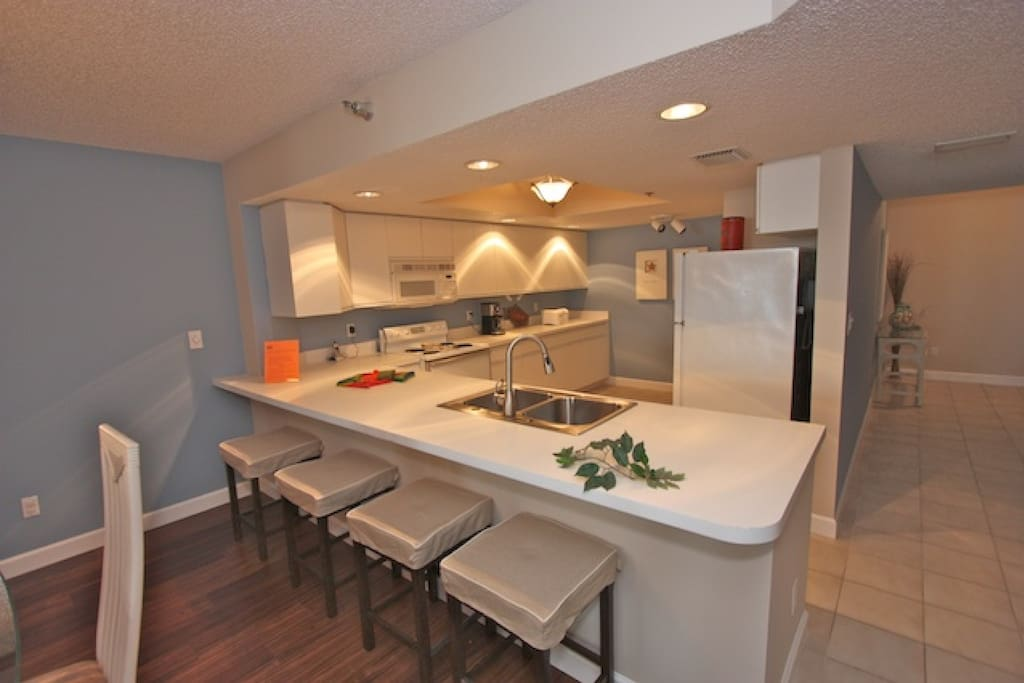 Fully Equipped Kitchen for Meals Large and Small-Full Size Washer/Dryer/Breakfast Bar for 4