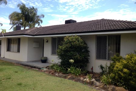 3 Bedroom Home with Pool.AUD$693pw. - Riverton - Casa