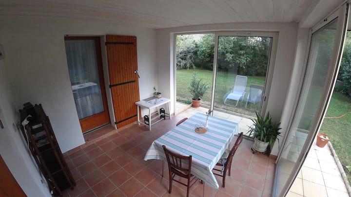 Appartement privé, entièrement neuf dans villa.