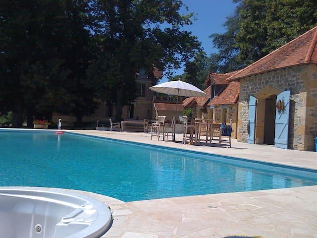 La Megene Gueugnon - Vendenesse-sur-Arroux - Hus