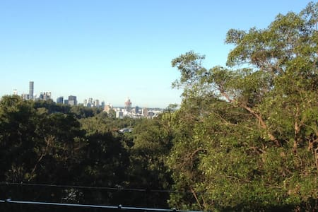 New Mt Coot-tha House near Gardens and Forest Park - Toowong - 独立屋