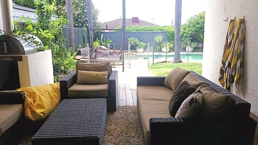 Large luxury house with pool - Karrinyup - Talo
