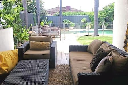 Large luxury house with pool - Karrinyup