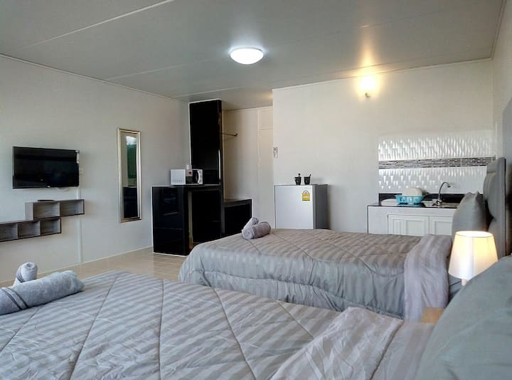 *Near IMPACT Arena *Challenger*Double beds*