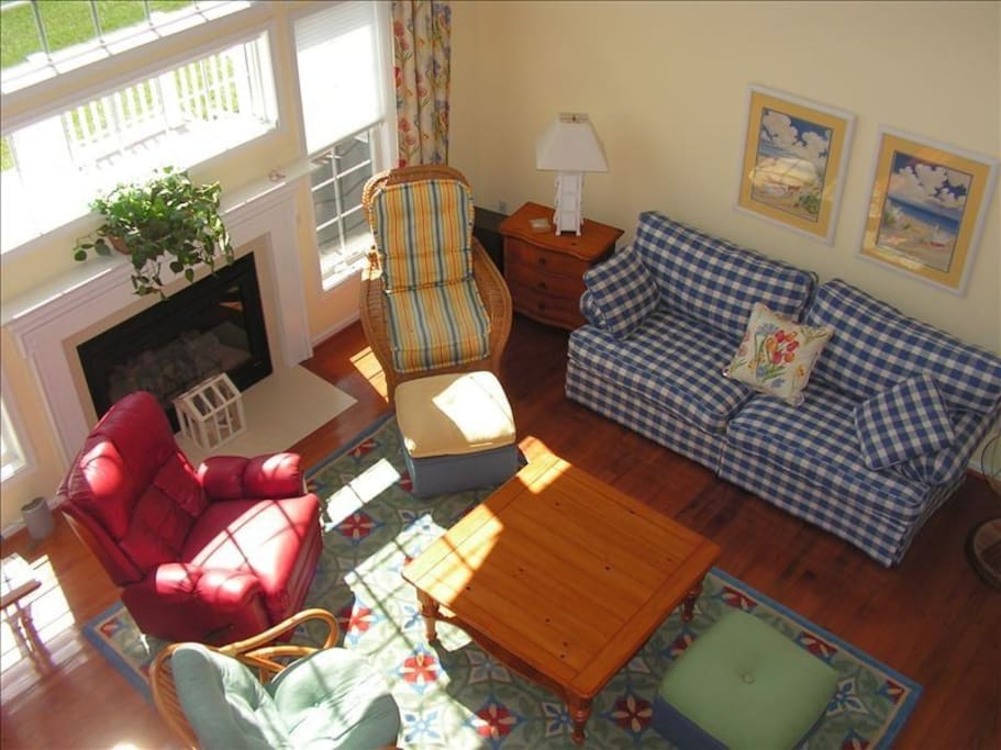 Overlook of great room from loft