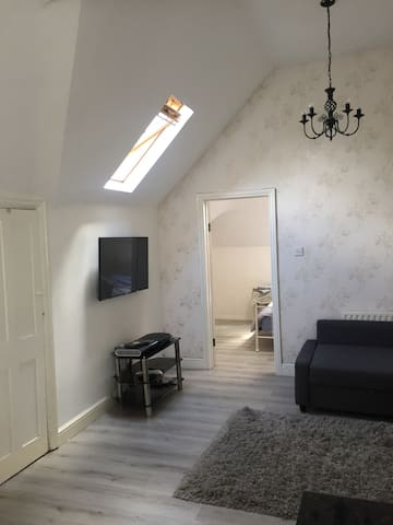 Beautiful open plan flat Purley - Purley - Wohnung