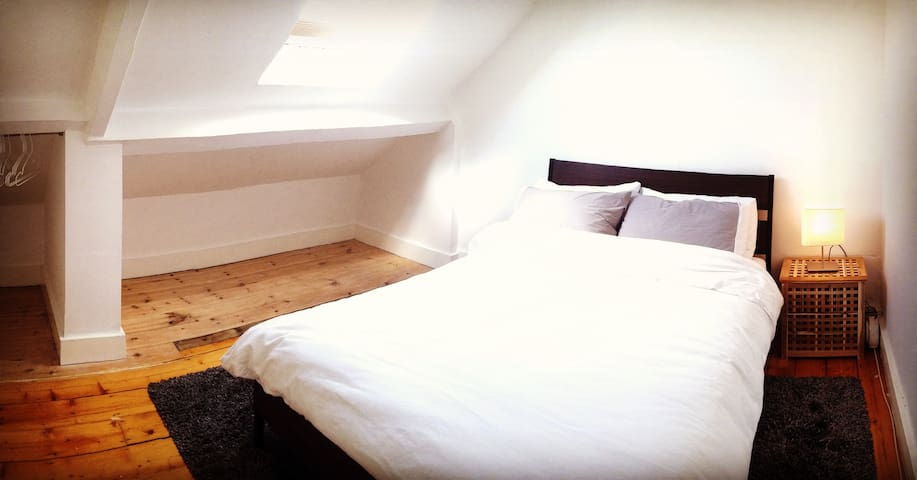 Loft Room in Lovely Cullercoats - North Shields - Hus