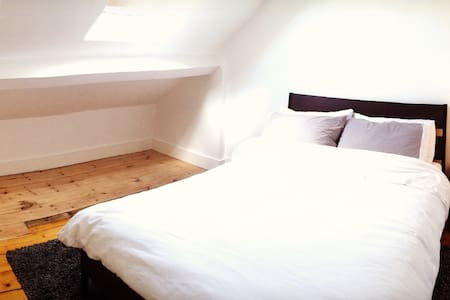 Loft Room in Lovely Cullercoats - North Shields - 獨棟