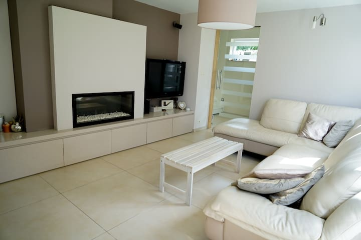 Chambre cosy dans belle maison - Mons - Huis