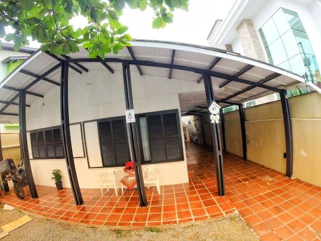 Casa GIGANTE Balneário Camboriú para até12 pessoas
