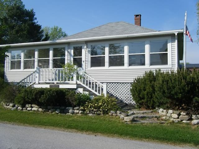 Sea views in historic coastal town - Castine - House