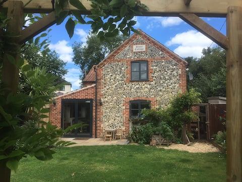 Norfolk Luxury Cottage, hot tub, spa bath, NYE