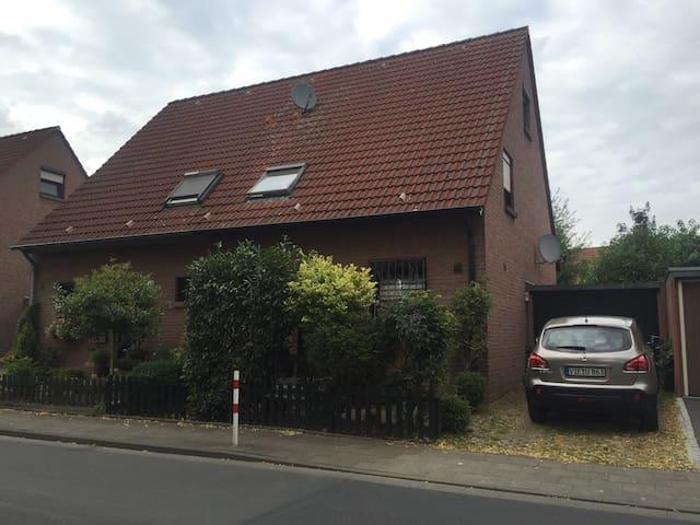 Schöne gemütliche Doppelhaushälfte