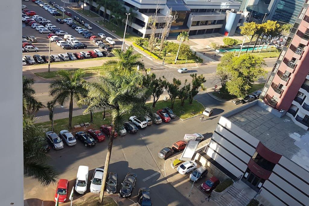 Via de acesso ao Garvey Park e Brasília Shopping a 300m