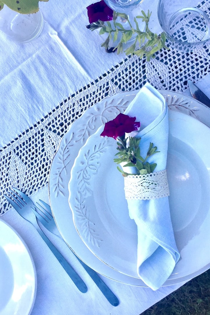 A romantic table to eat together