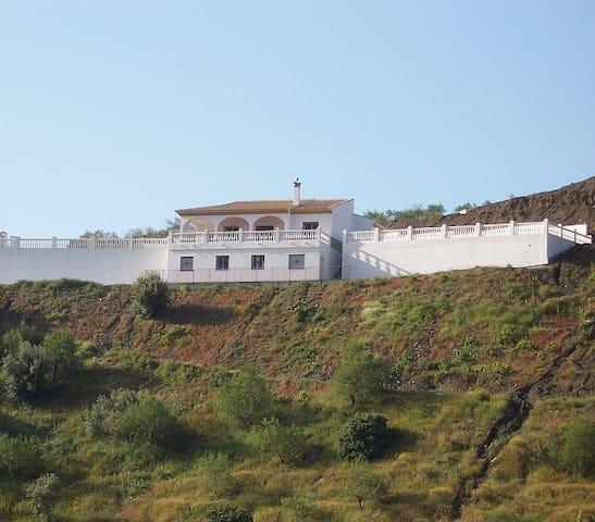 Beautiful Villa with commanding views of lake! - Los Romanes - Villa