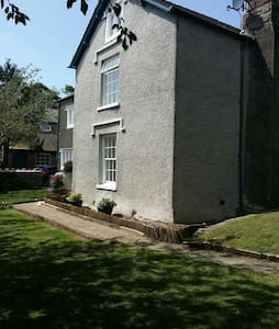 Stunning 16th Century Guest House - Barrow in Furness  - Bed & Breakfast
