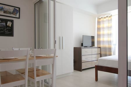 Brand New Super Cozy Azure Resort Suite - Parañaque