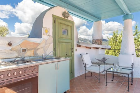 Holiday Home with Spacious Garden,Terrace and Pool