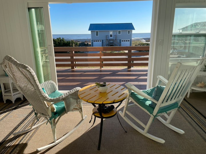 Beautiful 5 BR, dual-unit beach retreat!  Perfect for families or friends that enjoy vacationing together, but prefer separate amenities!
