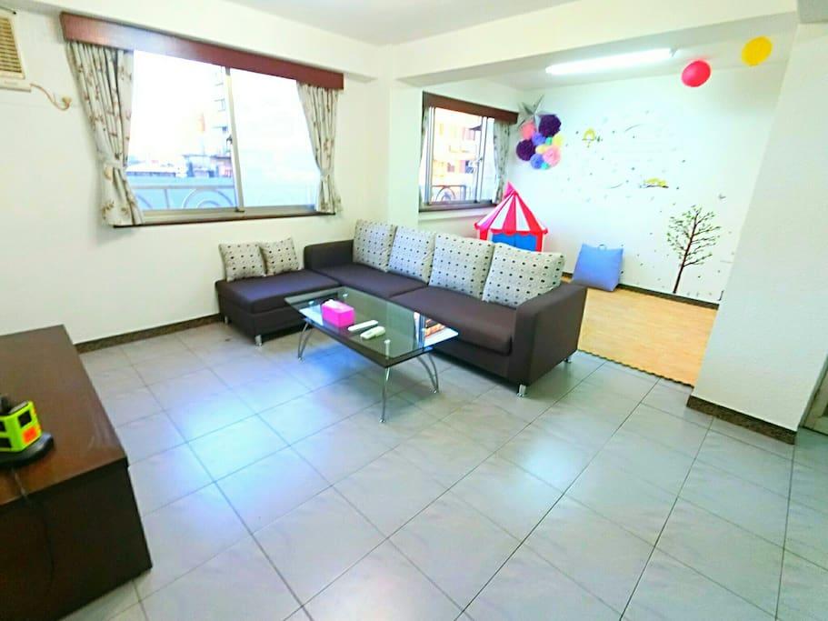 明亮的客廳 休息遊樂區