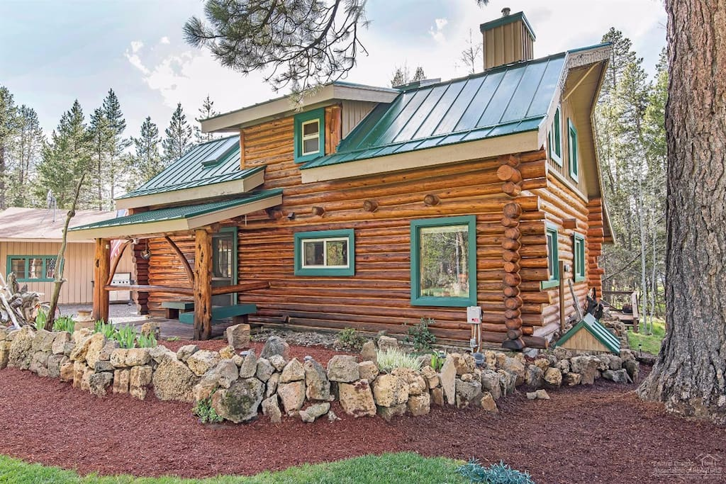 Front of The Cozy Cabin