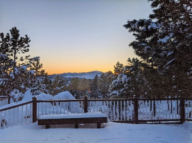 Mountain top home with Mt. Rushmore view