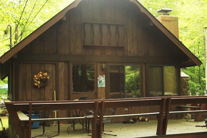 Pocono Mountain Comfy Rustic Cabin
