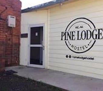 Pine Lodge Hostel R2