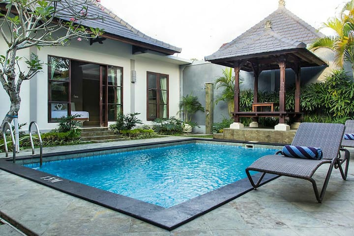 Friendly Sharing Room Premier Villa