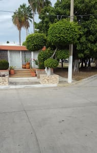 Cozy Studio 4 blocks from beach in Golden Zone! - Mazatlán - Apartmen