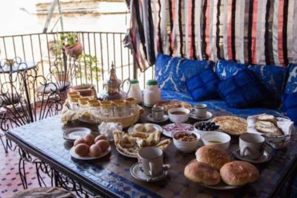 IT OUR BREAKFAST FOR THE MORNING IN TERRASSE