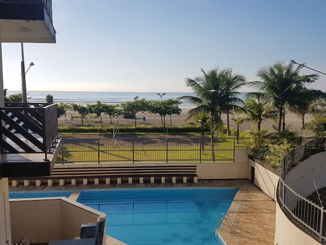 Beach Apartment with direct access to the beach. - Bertioga - Departamento