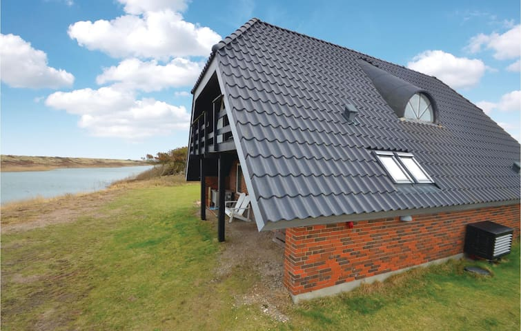 Holiday cottage with 2 bedrooms on 114m² in Vestervig