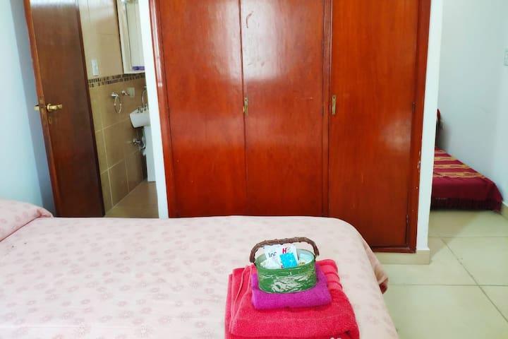 Alquilo habitación para 4 personas con baño privad