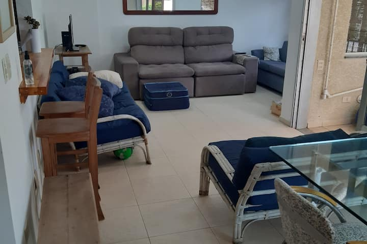 Pet friendly apartment 2 blocks from the beach