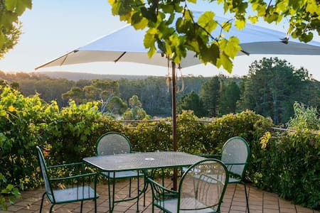 Lake Daylesford Villa 2 BR WING/STUDIO - Daylesford - Bed & Breakfast