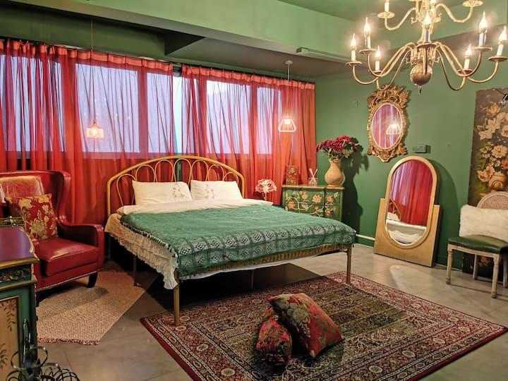 人间有一花宿,带你邂逅欧式复古童话。 1.8大床房(下单前请联系房东确认房源)