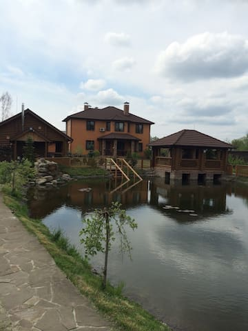 Lovely house near the lake and Kiev Golf club